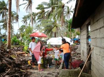Jackson School professor Philip Bennett testing water wells in the rural village of San Antonio in Basey, Samar, two months after Typhoon Haiyan hit the Philippines in November 2013. Image: Bayani Cardenas