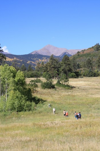 Students hiking in the Laramide foreland basin in southern Colorado. Sarah George.