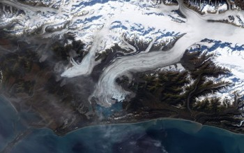 The Bering Glacier is one reason why the St. Elias Mountains in Alaska are eroding faster than they are being built. ROBERT SIMMON/NASA; DATA SOURCE: LANDSAT 7 SCIENCE TEAM