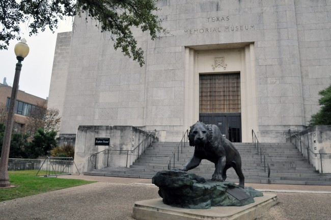 The smilodon sculpture at the entrance of the Texas Memorial Museum.